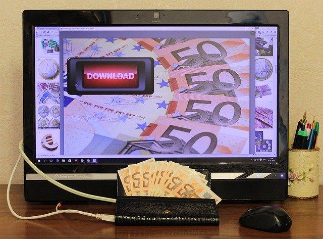 bankovky na monitoru.jpg