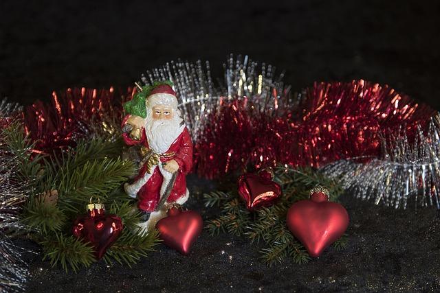 Červené vánoční řetězy