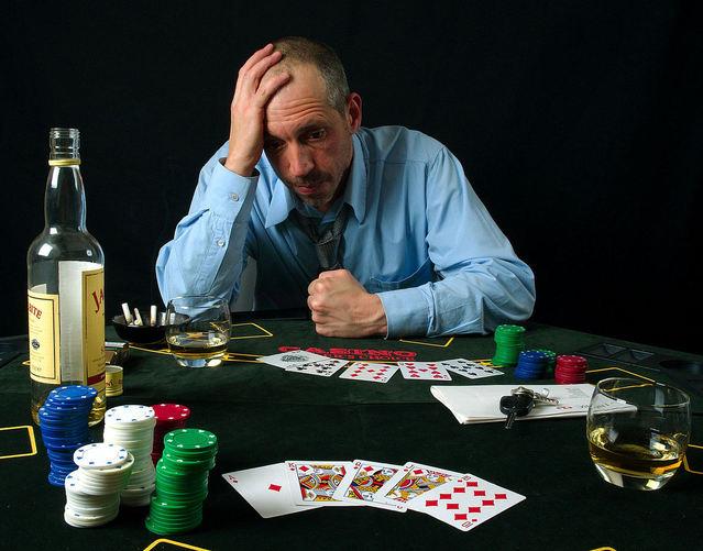 muž, který prohrál v ruletě života u stolu