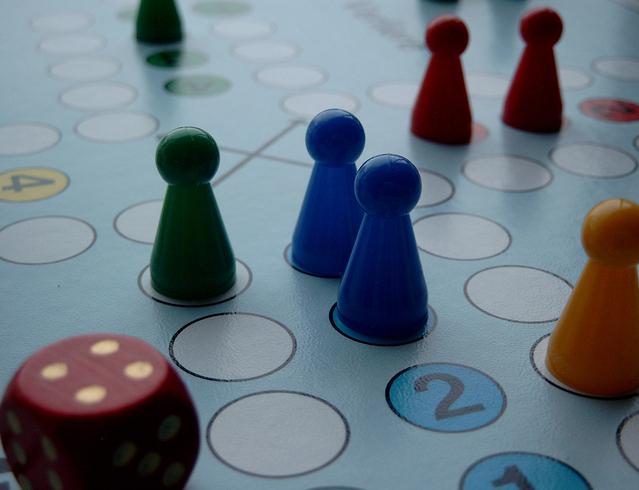 stolní hra znázorňující výhru nebo prohru