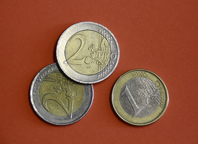 tři euro mince
